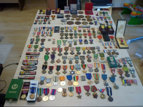 médailles militaires, médaille, collection, militaria, guerre 14 18 armée soldat, ww1 casque adrian, croix de guerre, ww2