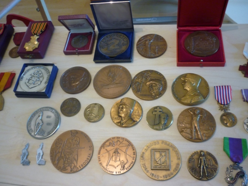 médailles militaires,médaille,collection,militaria,guerre 14 18 armée soldat,ww1 casque adrian,croix de guerre,ww2