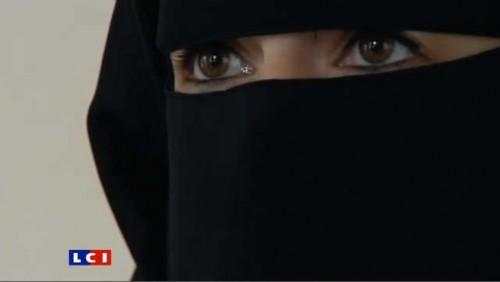 amende-pour-niqab-au-volant-elle-raconte-4468826xinqk_1713.jpg