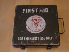 boîte fisrt aid US, caisse us, first aid,vercors,résistance, ffi,autrans,méaudre,guerre,allemand,39 45,grenoble,wwII,ww2,allemande,militaire,militaria,